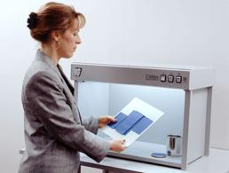 Praticas ideais para a avaliação visual de amostras coloridas