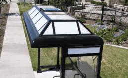Engenheiros pioneiros criam a primeira parada de ônibus totalmente em LED Solar