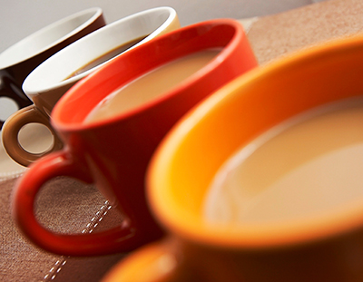 Does Your Coffee Taste Bitter? Change the Color of Your Mug