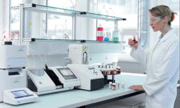 Uso de espectrofotômetros de bancada em P&D e controle de lotes na indústria farmacêutica